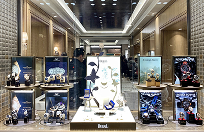 Dubail on the place Vendôme: Carousel displays bringing the world's most beautiful place to life.
