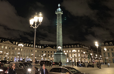 Dubail on the place Vendôme: Carousel displays bringing the world's most beautiful place to life