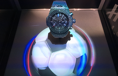 Hublot and the magical display case bring to life the atmosphere and the french colors of the EURO 2016.