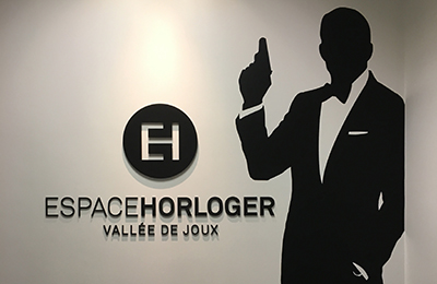 Watchtester at L'espace Hrologer de la Vallée de Joux: A display case which allows you to try on the watches worn by James Bond for real!