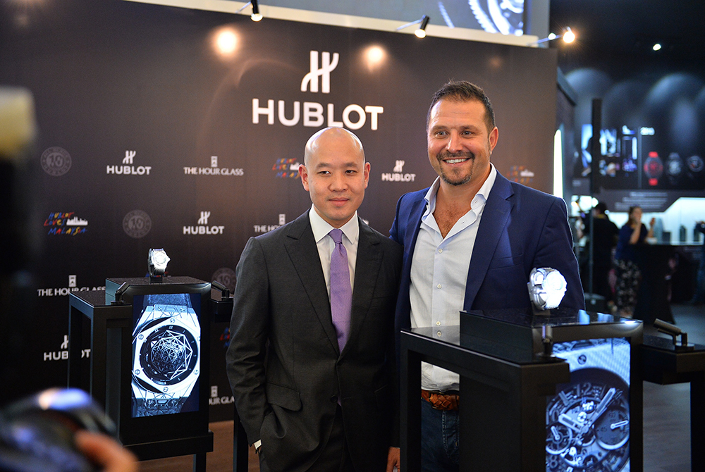SHOWTIME! in Kuala Lumpur : Several raptor display cases working as one for Hublot and The Hour Glass in Malaysia.