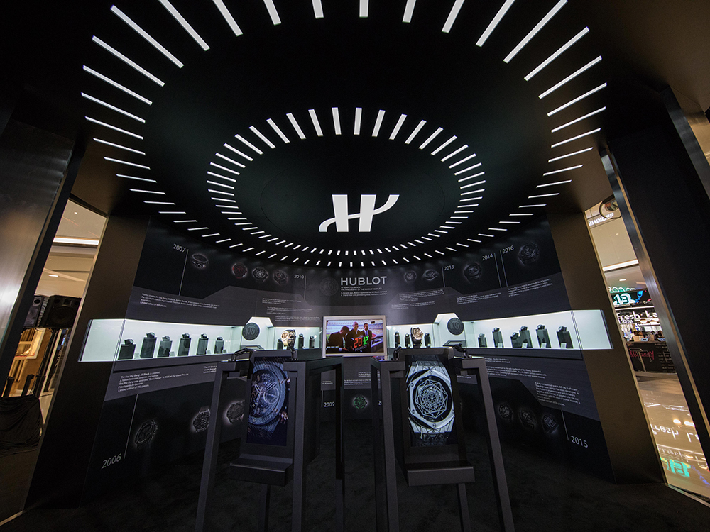 The world renowned pianist Mr. Lang Lang with his raptor display case in Honk Kong for the 10th anniversary of Hublot's All Black concept.