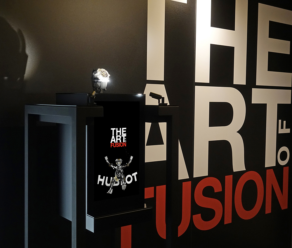 The Hublot raptor display case has never been so versatile: The Art of Fusion!