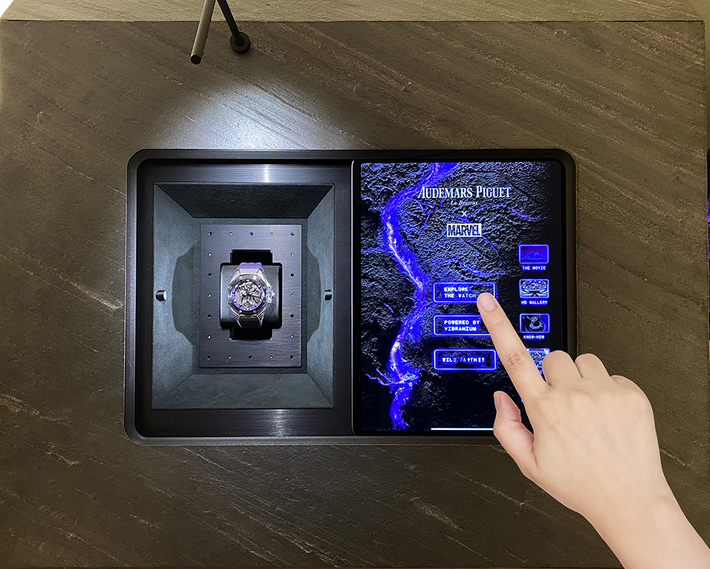 Augmented Watch, the new innovative display invented by Dietlin exclusively for Audemars Piguet.