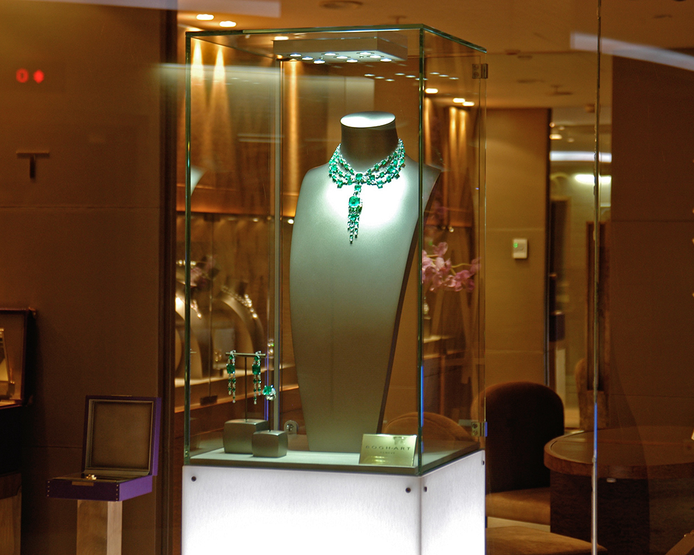 #boghart #bogh-art #kempinski #lighting #led #display #showcase #ledspot #focus #eclairageproduit #vitrine #boutique