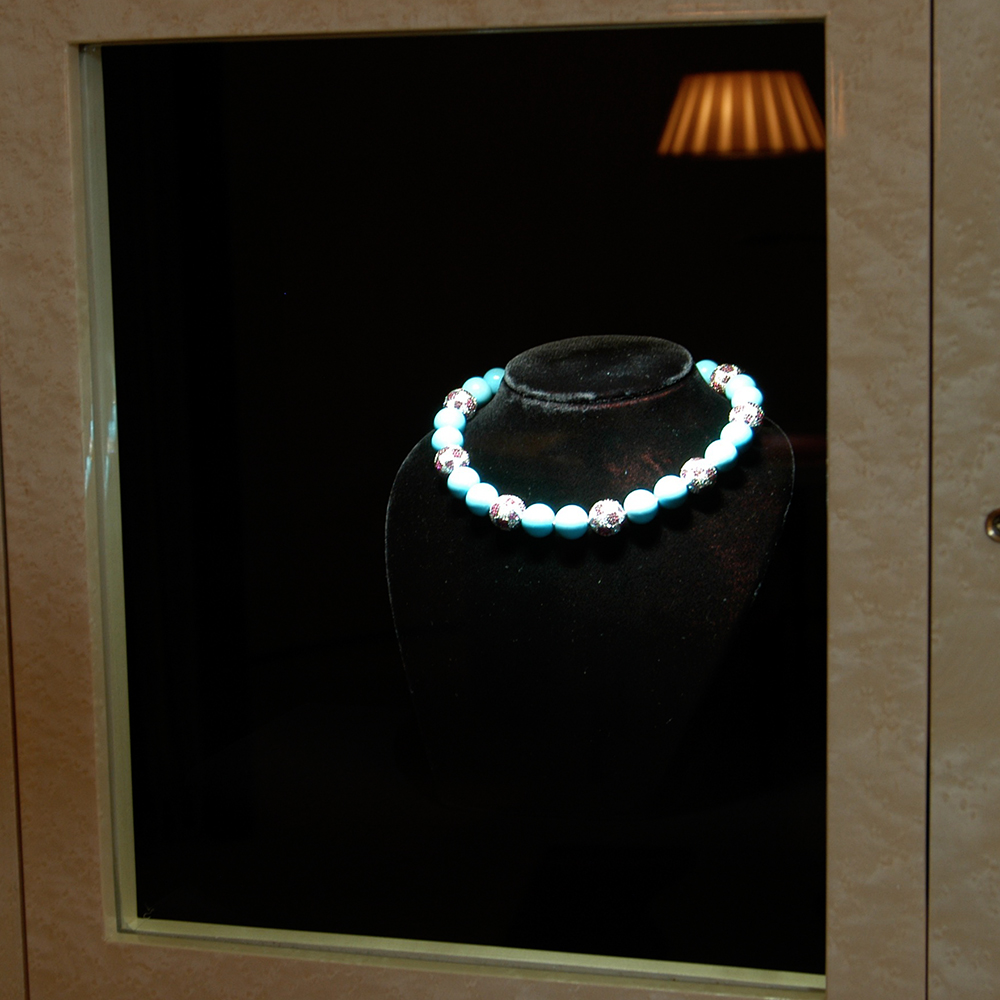 #enigma #boutiqueenigma #geneva #niche #lighting #led #display #showcase #ledspot #focus #eclairageproduit #vitrine #boutique