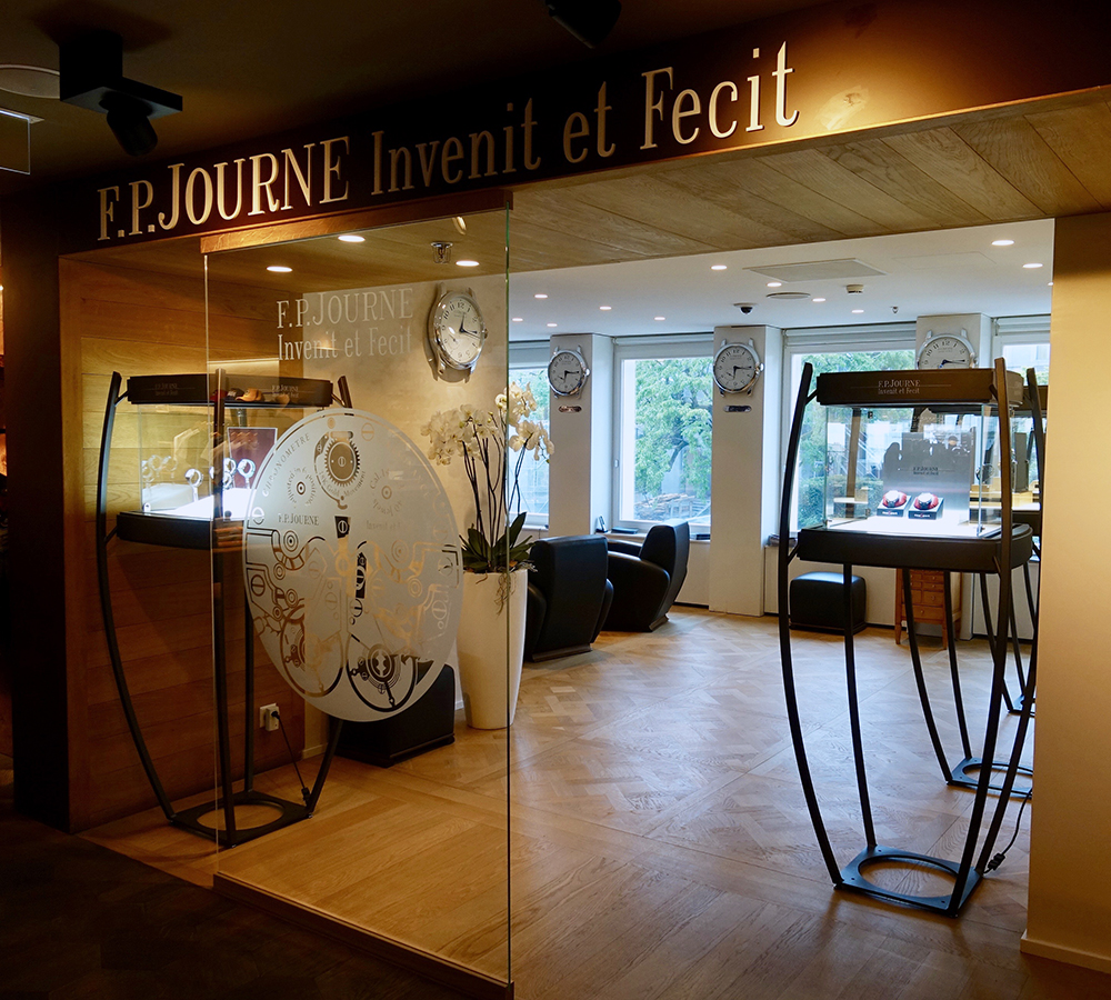 FP Journe opens an ephemeral boutique at the Bongénie store in Geneva.