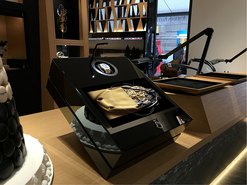 The geneva Audemars Piguet boutique received a capter system without glass.