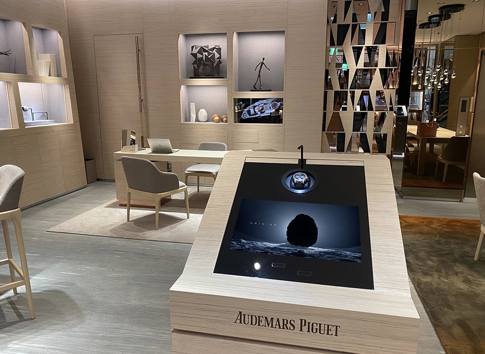 The Audemars Piguet boutique in Taipei uses a captur system without glass.