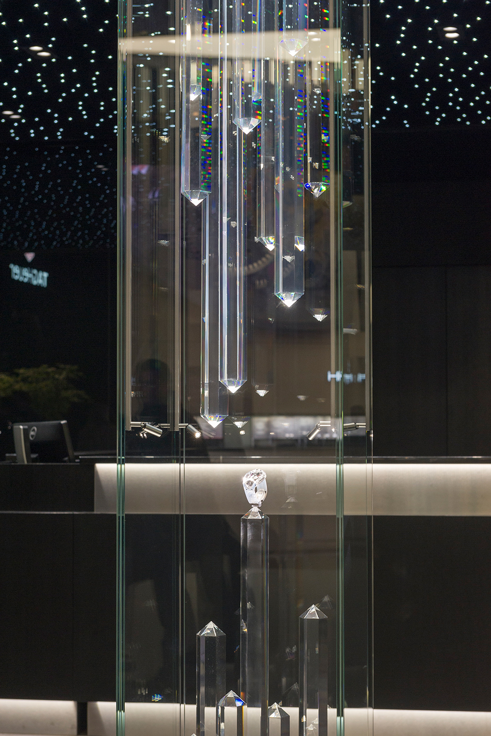 Hublot Sapphire display case: a transparent sculpture at Baselworld, SIAR Mexico and Dubail Mall.