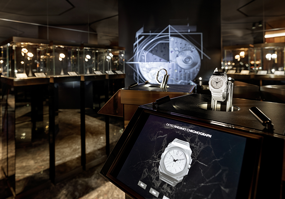 Flying access allows you to turn a Bulgari watch through 360° using your finger.
