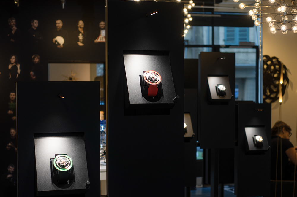 MB&F, i feel you! The experience begins thanks to the pivotable free access system.
