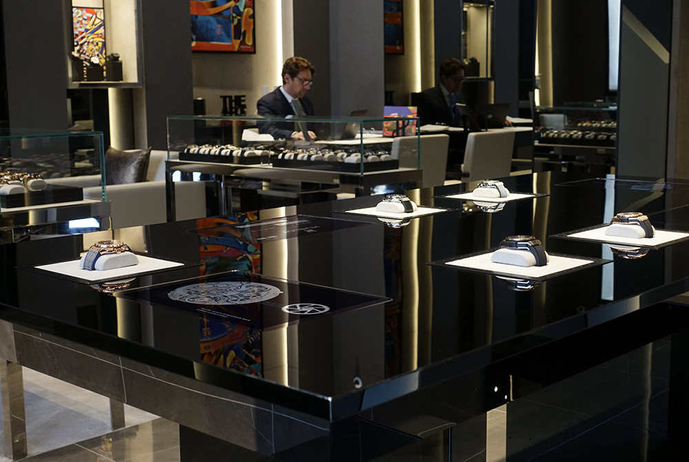 Select an experience at the Hublot Boutique Vendôme!