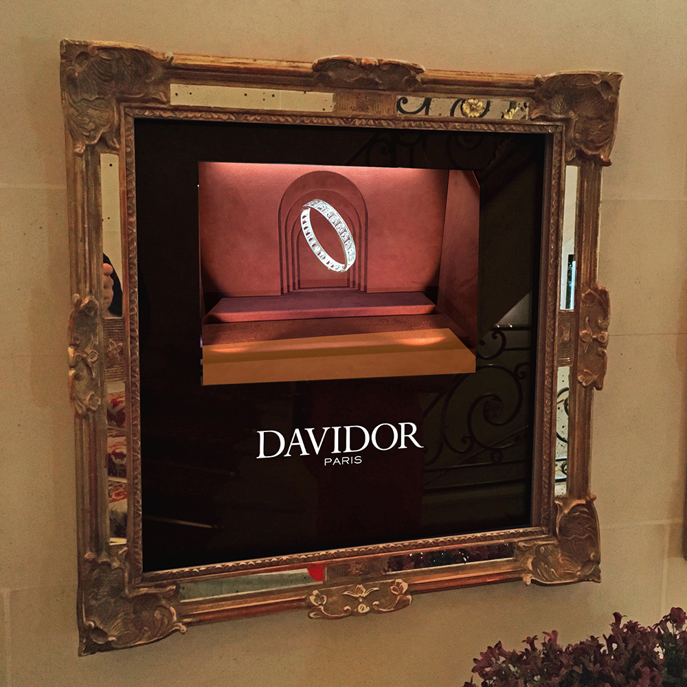 Davidor under the charm of the holographic display cases of the Plaza Athénée in Paris.