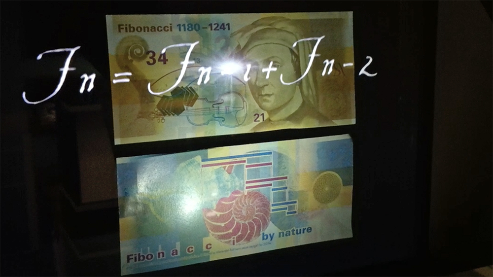 Holographic display for SICPA and new banknotes Fibonacci that highlights the details.