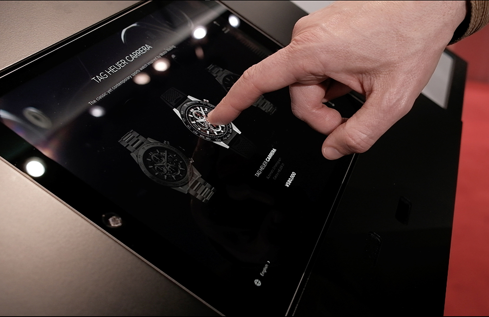 Journées particulières TAG HEUER: In a few clicks, you can discover, try and purchase your watch.