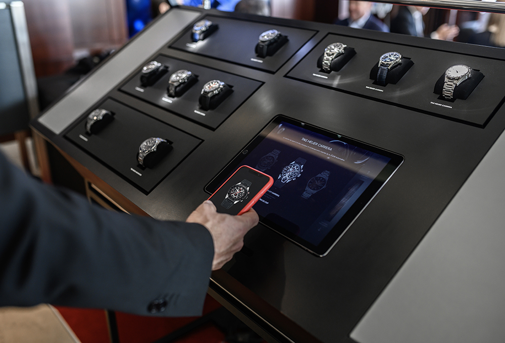 Tag Heuer presents its collection with connected free access display iTAG during Geneva Days.