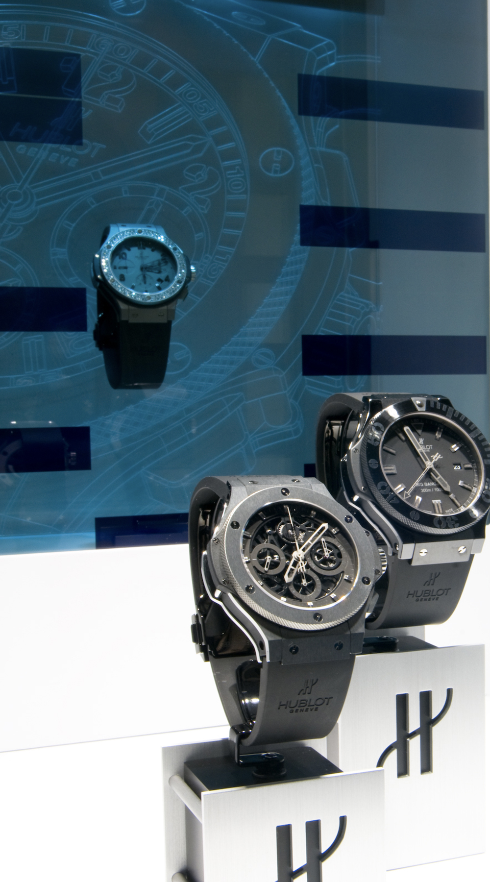 The Hublot boutique in Geneva opened in 2008 with the first Liquid Crystal Glass (LCG).