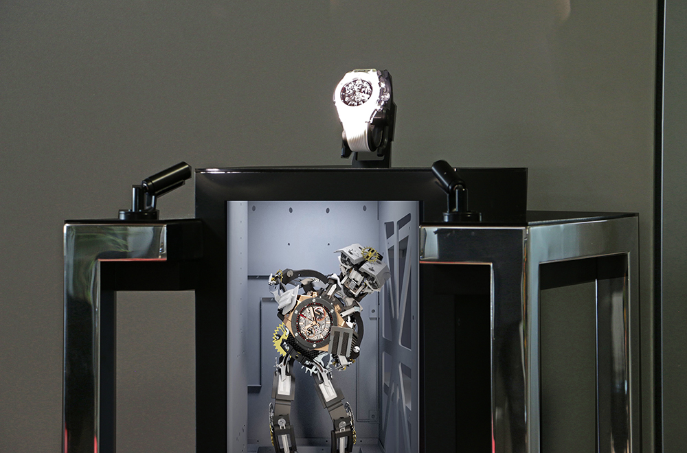The new Hublot manufacture infested with Raptor2, ultra-fast automatic trapdoor display cases without glass.