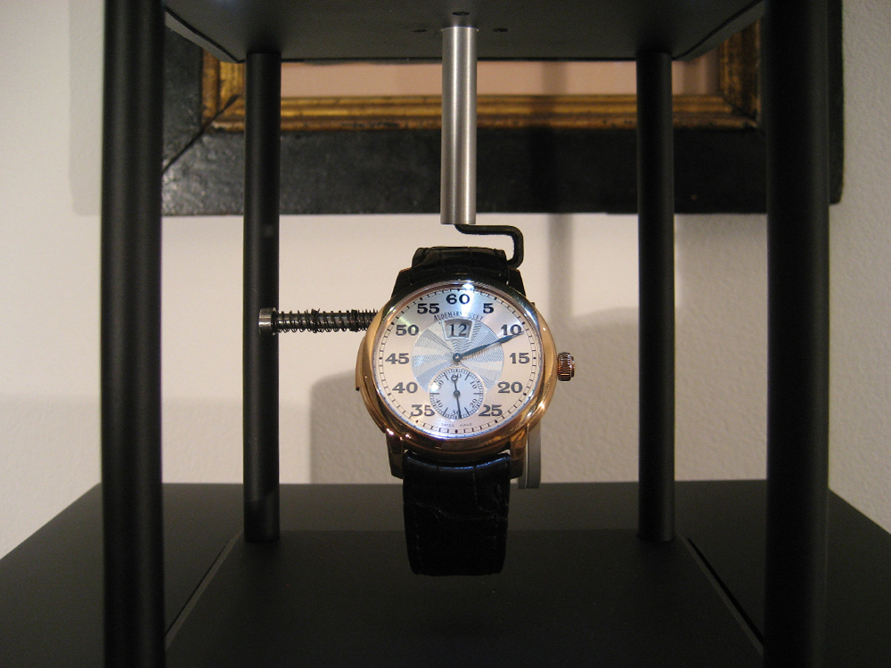 Audemars Piguet and the Pulsograph display case: The 21st Century pendulum.