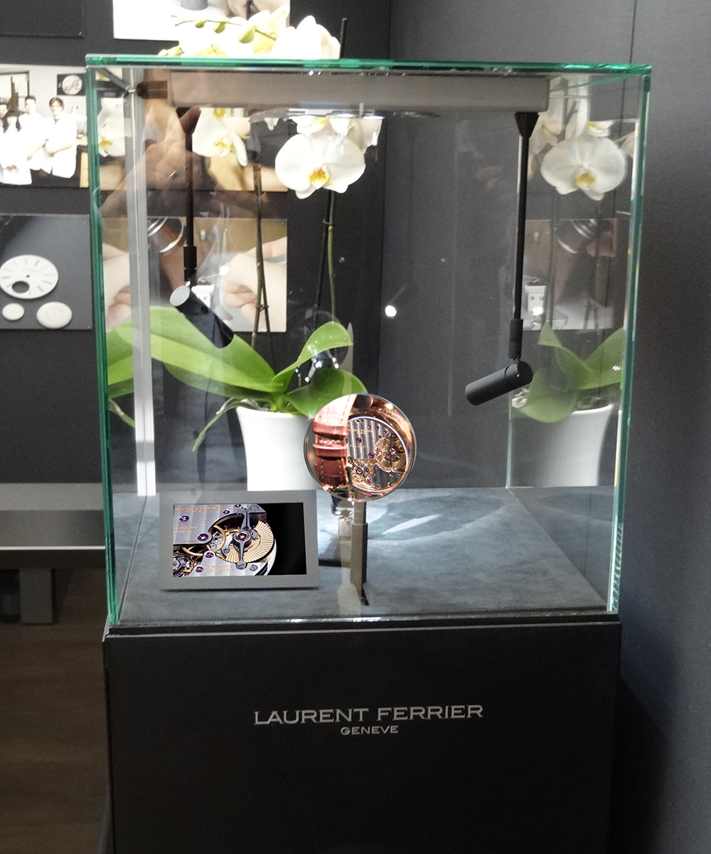 #vitrineloupe #laurentferrier #magnifyingglass #watchzoomer #salonqp #saatchigallery