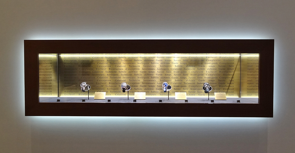 #lighting #led #luxurylighting #eclairage #led #dietlin #niche #wall #vitrineniche #vitrinemurale #wallwindow