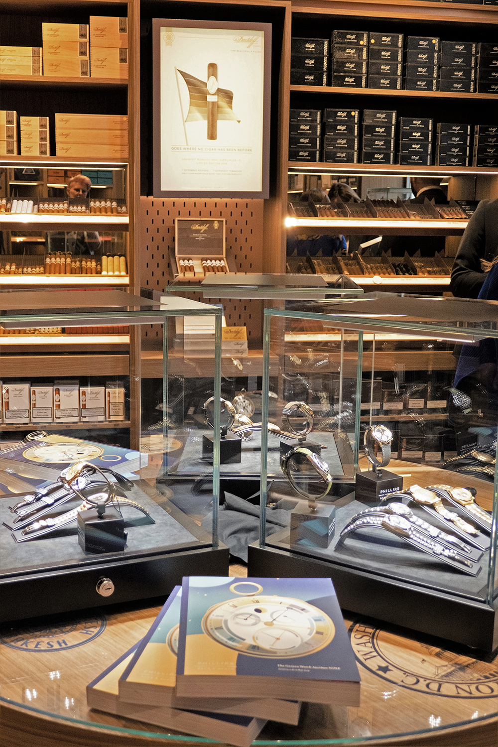 The Hybrid display case at the Davidoff boutique in Geneva for Phillips.