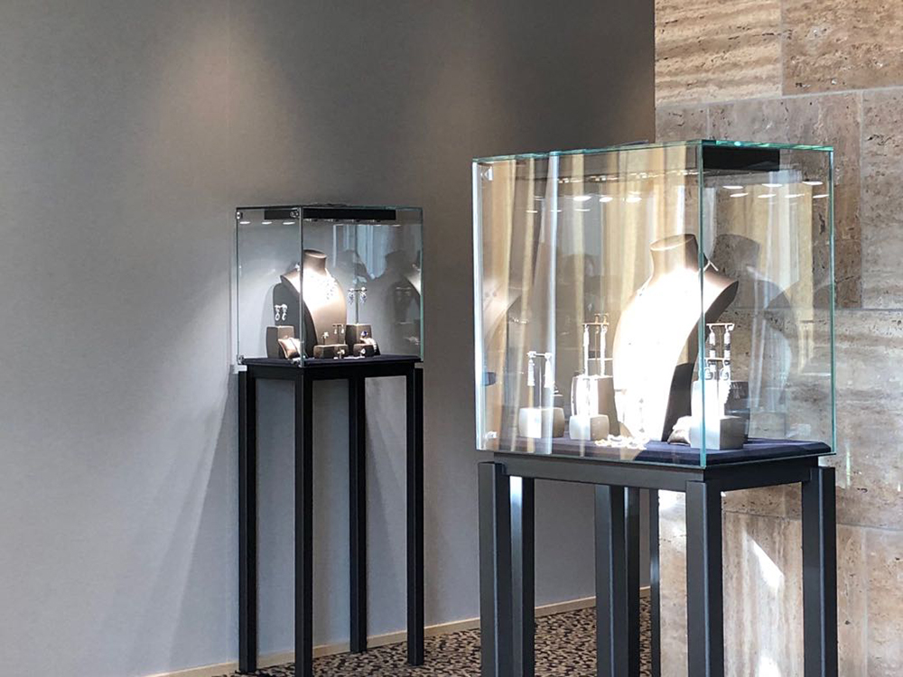 Exhibition Chatila at The Gstaad Palace, featuring the Ares display cases.
