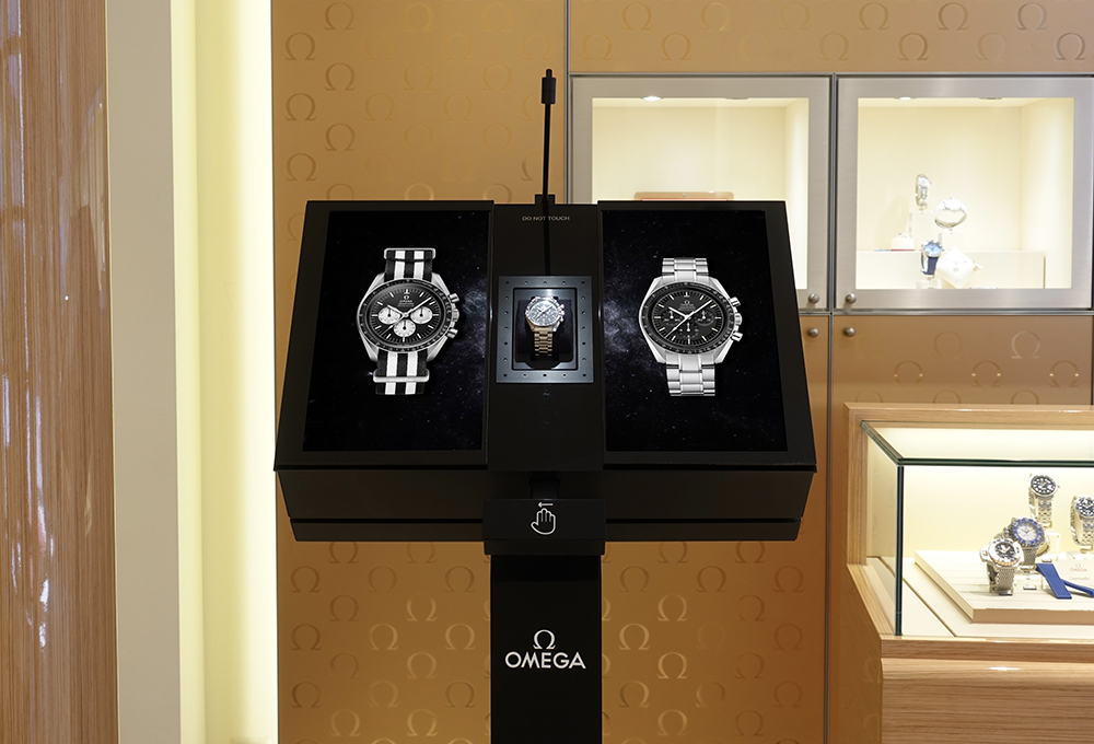 The Magic Box, furtive display case at the Omega boutique, Bahnhofstrasse in Zürich.
