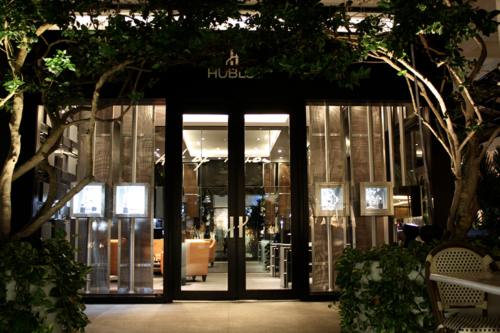 The first Hublot boutique in Miami, Bal Harbour opened in 2011 with multi-synchronised 2 axes motors.