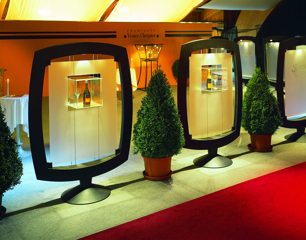 Wall display cases Pandore with suspended glass cube for Veuve Cliquot at the Menuhin Festival Gstaad.